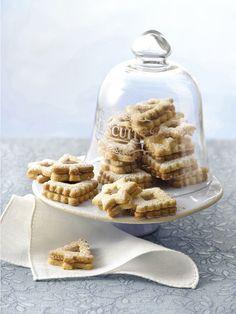 Come regalo o per la colazione dei giorni di festa, i biscotti non possono proprio mancare, da quelli di zenzero a quelli da appendere all'albero
