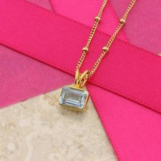 An Aquamarine necklace that reflects glamour and elegance. The elegant…