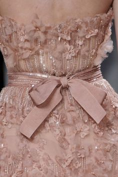 haute couture dress couture couture dresses couture kleider couture rose couture rules Elie Saab at Couture Spring 2011 - Details Runway Photos Style Couture, Couture Details, Fashion Details, Couture Fashion, Pretty Dresses, Beautiful Dresses, Elie Saab Printemps, Looks Party, Mode Chanel