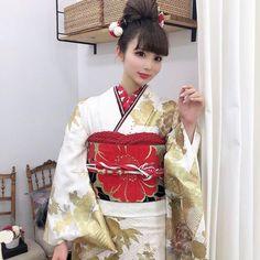 【公式】滋賀 振袖 レンタル/biwa桜 OFFICIALはInstagramを利用しています:「『2020年度biwa桜パンフレット撮影』📸  SNSで大人気のインフルエンサーSONちゃん👭🌈❣️  モデルも可愛くて着物も最高級👘🌟  もう日本一のパンフレット撮影になりました🤩❣️  今回のパンフレットは可愛いかっこいいオシャレな振袖がバズりま…」 Sari, Pink, Instagram, Fashion, Saree, Moda, Fashion Styles, Fasion, Saris