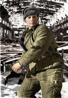 Soviet soldier in Stalingrad 1942 - fighting in the factories