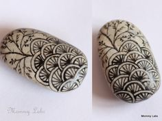 "Zentangle Stones - Zentangle is all about about drawing or doodling patterns – in a repetitive manner & then expanding it to put together a piece of art ("",)"