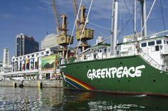 O veleiro Rainbow Warrior da organização Greenpeace está ancorado no cais do Porto do Rio de Janeiro. Durante alguns dias da Rio+20, o barco inaugurado em novembro de 2011 estará aberto para visitação