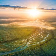 Foxy Crocodile Bush Retreat skuil in die Afrika-bos en bied alles wat jou hart begeer. Die ruim chalets is ontwerp om die natuur in te nooi, terwyl gaste ten volle ontspan en herlaai. Die oord skuil in Marlothpark, knus teen die oewer van die Krokodilrivier langs die wêreldbekende Krugerwildtuin.  #LekkeSlaap #safari #sunset #Africa Travel Destinations, Travel Tips, Love Spell Caster, Love Spells, Crocodile, Safari, Africa, Waves, Sunset