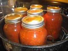 Spaghetti Sauce From Scratch, Making Spaghetti Sauce, Best Spaghetti Sauce, Spicy Spaghetti, Canning Homemade Spaghetti Sauce, Homemade Sauce, Canned Tomato Sauce, Homemade Pasta, Spaghetti Bolognese
