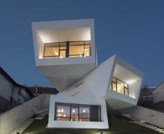 A House is a single-family home with a special architecture located in Mosha, Tehran, Iran. The house was designed by New Wave Architecture. Cantilever Architecture, Architecture Design, World Architecture Festival, Minimalist Architecture, Amazing Architecture, Contemporary Architecture, Dezeen Architecture, Parametric Architecture, Contemporary Design