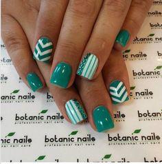 Cute nail design. Chevron & lines