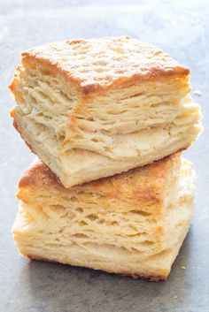 Flaky Buttermilk Biscuits Recipe, Flaky Biscuits, Buttermilk Recipes, Homemade Biscuits, Biscuit Recipe, Cookies Et Biscuits, Bread Recipes, Baking Recipes, Buttermilk Cookies