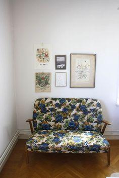 Loppissöndag, blommig soffa