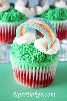 Patrick's Day Cupcakes with Sour Power Rainbows - Rainbow Birthday Party Ideas - St. Patrick's Day Rainbow Cupcakes Best Picture For cupcakes decoration For Your Taste You are - St Patricks Day Cupcake, St Patricks Day Food, Saint Patricks, St Patricks Day Deserts, Cupcake Recipes, Cupcake Cakes, Dessert Recipes, Cupcake Ideas, Cup Cakes