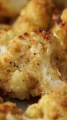 Roasted Cauliflower is a super simple side dish recipe that comes together quickly and pairs perfectly with everything!Parmesan Roasted Cauliflower is a super simple side dish recipe that comes together quickly and pairs perfectly with everything! Side Dishes Easy, Side Dish Recipes, Low Carb Recipes, Vegan Recipes, Healthy Side Dishes, Side Dishes With Steak, Sides With Steak, Simple Food Recipes, Carb Free Meals