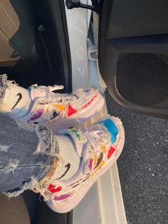 Sneakers Mode, Sneakers Fashion, Fashion Shoes, Jordan Shoes Girls, Girls Shoes, Zapatillas Nike Jordan, Nike Huarache, Nike Air Shoes, Aesthetic Shoes
