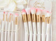 White Glam Brush Book♥
