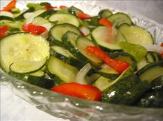 Crisp Cucumber Freezer Pickles - these stayed crisp, delicious, and colorful for a year in my freezer! Cucumber Recipes, Vegetable Recipes, Detox Recipes, Meatless Recipes, Homemade Pickles, Pickles Recipe, Freezer Pickles, Bread & Butter Pickles, Sweet Pickles