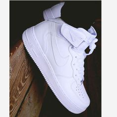 Nike Air Force 1 High: White Classics Want them! Nike Air Force 1 High: White Classics Want them! Moda Sneakers, Nike Sneakers, Sneakers Fashion, Fashion Shoes, Discount Sneakers, Gucci Sneakers, Sneakers Mode, Discount Nikes, Fashion Outfits