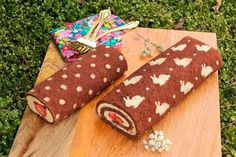 dotted cake roll and easter bunny cake roll dotted cake roll Swiss Roll Cakes, Swiss Cake, Cake Pops, Japanese Cake, Patterned Cake, Easter Bunny Cake, Rustic Cake, Cute Cakes, Easter Recipes