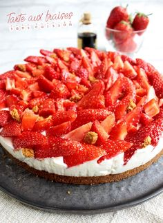 Tarte aux fraises sans cuisson de speculoos de beurre de mascarpo… Strawberry tart without cooking of speculoos of butter of mascarpone of whole liquid cream (chantilly) strawberry, raspberry, mango Sweet Recipes, Cake Recipes, Snack Recipes, Dessert Recipes, French Recipes, Strawberry Tart, Easy Smoothie Recipes, Healthy Smoothie, Food Cakes