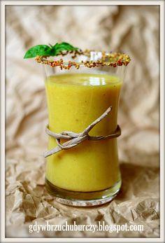 Żółty koktajl ananasowy z kaszą jaglaną