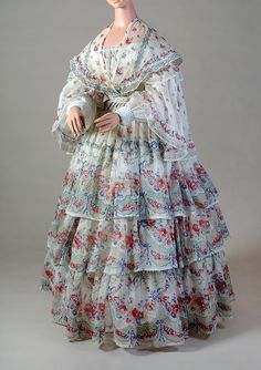 Printed cotton dress and capelet, American, c.1853