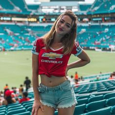 Sexy sporty girls in Lakers, Warriors and college sports team apparel : theCHIVE Hot Football Fans, Football Girls, Soccer Fans, Fans Sports, Football Outfits, Sports Games, Soccer Cleats, Manchester United Stadium, Manchester United Wallpaper