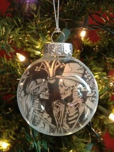 Skull love ornament