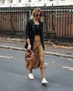 Leopard Print Skirt Outfit Ideas Black Tank Top Black Blazer Layered Necklaces Classic Aviators Sneaker Outfit Ideas Street Style Off Duty Style How to Style Leopard Skirt Blonde Hair Styles Balayage Medium Hair Styles Source by stylereportmag ideas black Look Fashion, Street Fashion, Autumn Fashion, Fashion Outfits, Fashion Trends, Fashion Ideas, Feminine Fashion, Paris Fashion, Fashion Clothes