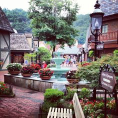 #Gatlinburg has over 400 #shops, many of them you can't find anyplace else. #unique #shoppingFollow