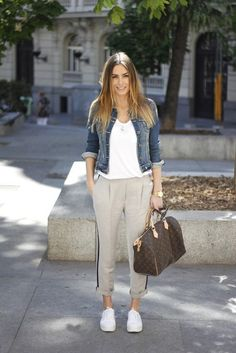 55 Fashionable Outfit Ideas How To Wear Denim Jacket 2019 Outfit Ideas How To Wear Denim Jacket The post 55 Fashionable Outfit Ideas How To Wear Denim Jacket 2019 appeared first on Denim Diy. How To Wear Denim Jacket, Studded Denim Jacket, Denim Jacket Fashion, Casual Summer Outfits, Casual Wear, Fall Outfits, Boho Fashion, Fashion Outfits, Fashion Women