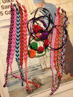 rengarenk merserize iplerle friendship bracelet ve paraşüt ipi ile ördüğüm makrame bileklikler