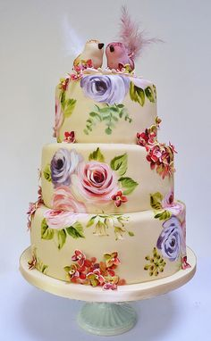 Rose and hydrangea cake by neviepiecakes, via Flickr