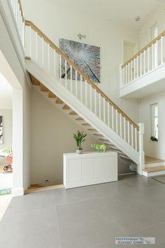 stufen und handlauf eiche wange und st be wei treppe pinterest. Black Bedroom Furniture Sets. Home Design Ideas