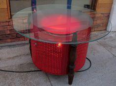 Mesa Tambor Pé Clássico, Vermelha Tambor de aço Inóx de máquina de lavar roupa com pintura eletrostática, pé de cadeira antiga e vidro de 8mm de espessura, jateado. Iluminação interna.   Medidas 80cm x h 43cm  www.designzero5.com  https://www.facebook.com/Design-Zero5-900721836697242/