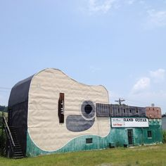 Bristol ,Tennessee.... COOLEST BUILDING EVER. Bristol, where country music started.