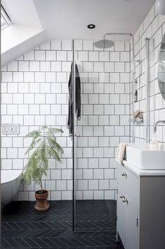 my scandinavian home: 10 Ways To Turn a Pokey Top . my scandinavian home: 10 Ways To Turn a Pokey Top Floor Flat Into A Swoon-Worthy Living Space / black and white bathroom White Bathroom Tiles, Bathroom Decor Pictures, Small Attic Bathroom, Trendy Bathroom, White Bathroom Decor, Amazing Bathrooms, Bathroom Flooring, Loft Bathroom, Bathroom Design