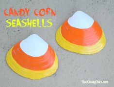 Halloween Craft Project Painted Candy Corn Seashells with Materials List, Step by Step Instructions and Photos on Two Classy Chics blog. Autumn Crafts, Halloween Crafts For Kids, Crafts To Make, Nature Crafts, Kid Crafts, Seashell Crafts, Beach Crafts, Summer Crafts, Seashell Art