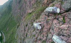 Peru'da Sagrado Vadisinin dik kayalıkları üzerine kurulan kapsül evler, metrelerce yüksekte, gökyüzüne yakın bir uyku vadediyor.