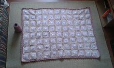 Mantinha de menina. 88 granny squares. Colaboradoras: Mary, Cecília, Daphne.