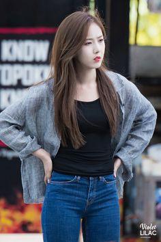 K-Pop Babe Pics – Photos of every single female singer in Korean Pop Music (K-Pop) Kpop Girl Groups, Korean Girl Groups, Kpop Girls, Sinb Gfriend, Red Velvet Seulgi, G Friend, Best Jeans, Female Singers, Single Women