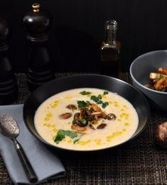 Aardperen soep met paddestoelen en truffelolie