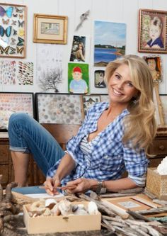 At almost 60, Christie Brinkley defies age. And this is a recent photo of her!