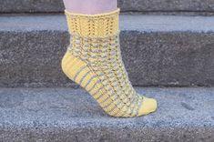 Hilppa: Sukkaohjeita keltaiseen toukokuuhun! Socks, Fashion, Moda, Fashion Styles, Sock, Fasion, Stockings, Ankle Socks, Hosiery