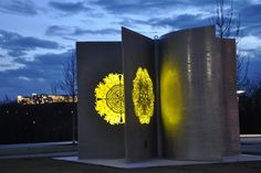 """""""See Pod"""": a solar powered sculpture, Chattanooga. http://www.nooga.com/153765/seed-pod-sculpture-blooms-at-night-with-solar-energy/"""