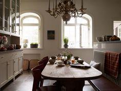 kitchen//dining...