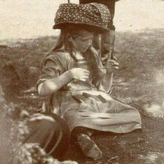 Grand Duchess Maria Romanov knitting, 1910