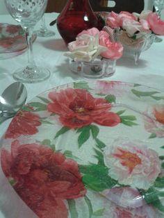 Pratos decorados com decoupagem.  Lindos dao todo charme a sua mesa. Faça seu orçamento! Inspirar Ateliê!  Curta nossa página no Facebook.