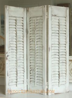 Old wood shutters get a brand new look with CeCe Caldwells Nantucket Spray, and secret no mess distressing tip! #howtowetdistresschalkpaint #ReFab