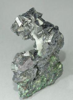 Gersdorffite, NiAsS, octaedral on Quartz, Aït Ahmane, Bou Azzer area, Tazenakht, Ouarzazate  Morocco. Size 7.3 × 5 × 2.3 cm