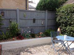 Gardening – Gardening Ideas, Tips & Techniques White Garden Fence, Garden Fence Paint, Garden Fencing, Grey Gardens, Back Gardens, Grey Fences, Wood Fences, Black Fence, Garden Bulbs