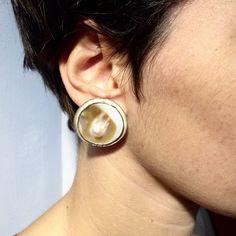 Le chouchou de ma boutique https://www.etsy.com/it/listing/254945374/bouton-en-nacre-avec-perle