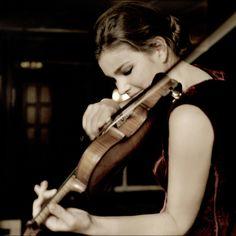 Janine Jansen, my favorite female modern violinist.